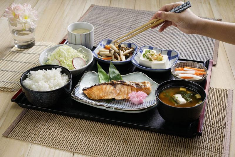 Bữa ăn của người Nhật Bản luôn xuất hiện cá