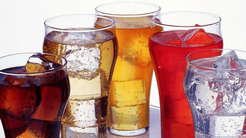 hạn chế uống nước ngọt
