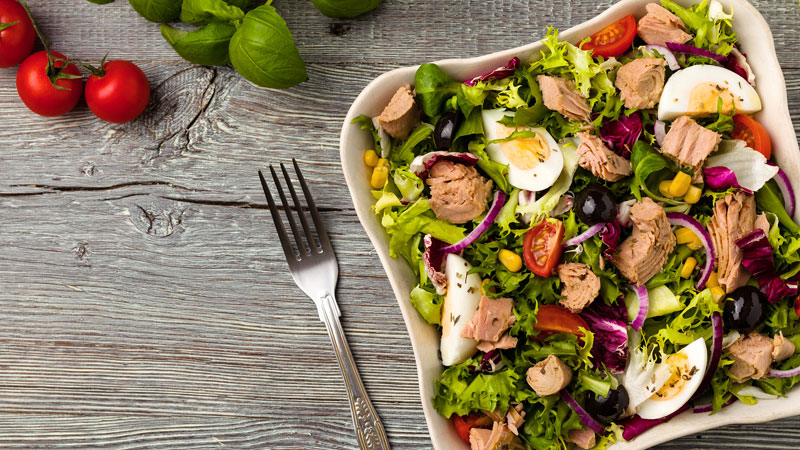 salad trộn oliu lành mạnh