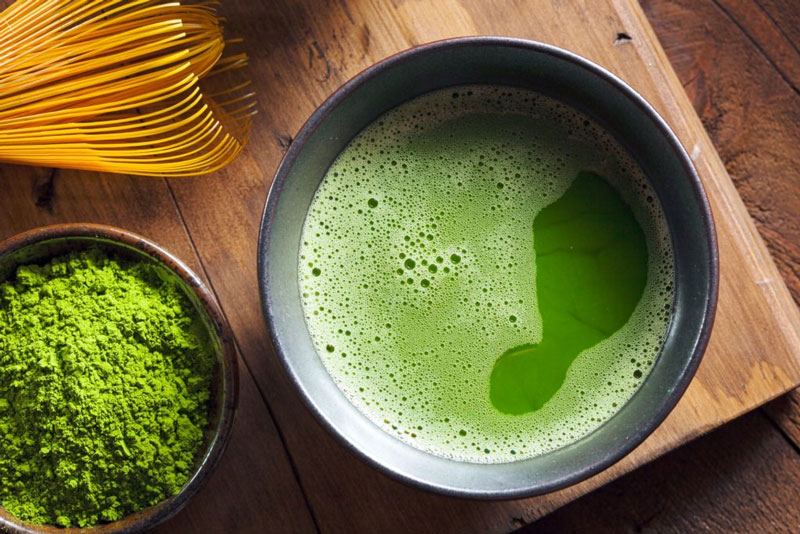 uống trà xanh: bí quyết sông khỏe của người Nhật