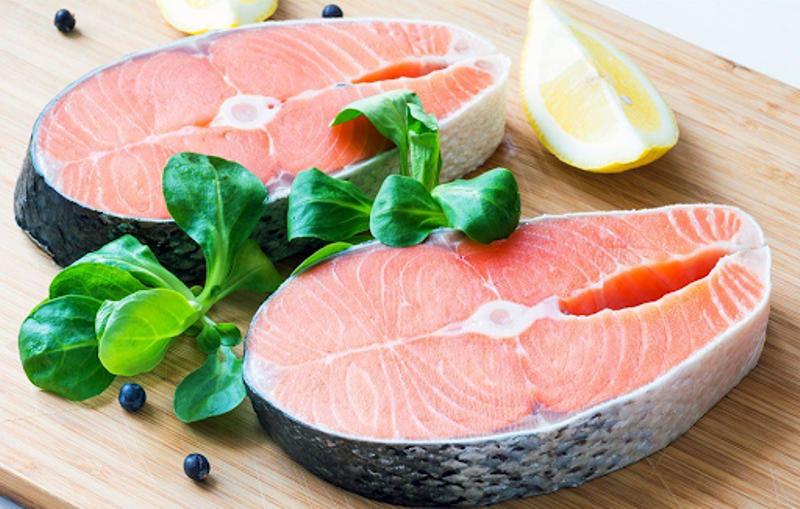 Bữa trưa lành mạnh với cá.