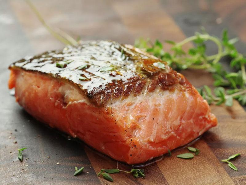 thành phẩm cá hồi bằng phương pháp nấu chậm