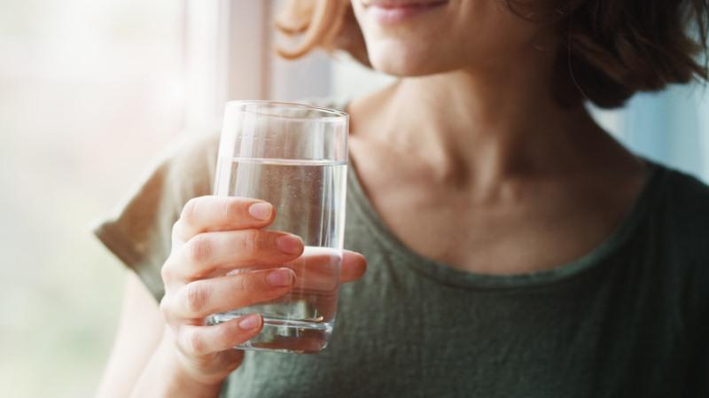uống đủ nước: quy tắc ăn uống lành mạnh cơ bản